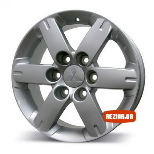 Купить диски Replica Mitsubishi (623) Pajero III R17 6x139.7 j7.0 ET46 DIA67.1 silver